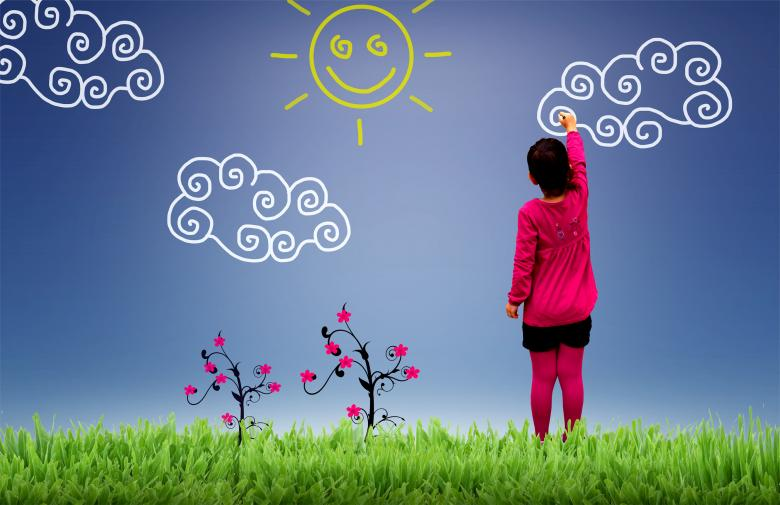 Little girl painting the sky - Child joy and happiness concept Free Photo