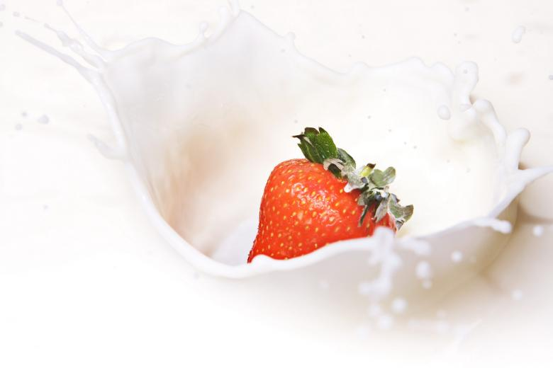 Strawberry dropped in milk - Free Fruit Stock Photos