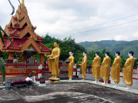 Statues of Buddha and followers - Free Stock Photo