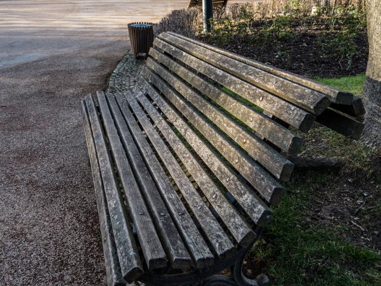 An old bench  Free Photo