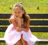 Free Photo - Girl on the Bench