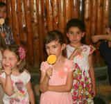 Free Photo - Kids licking Candy