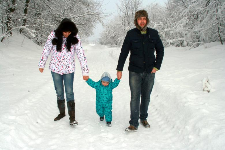 eb45ea3372 Family in Winter - Free Stock Photo by Pixabay on Stockvault.net