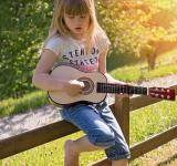 Free Photo - Guitarist Girl