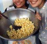 Free Photo - Making Popcorn