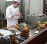 Free Photo - Chocolatier in the Factory