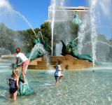 Free Photo - Children Playing in the Fountain