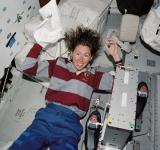 Free Photo - Astronaut Washing Hair