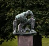 Free Photo - A sculpture of tired or humble man