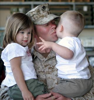 Soldier meeting with Kids - Free Stock Photo