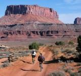 Free Photo - Cycling through the Monument Valley