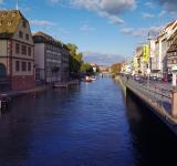 Free Photo - River Flowing through the City