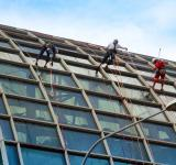 Free Photo - Rappelling
