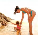 Free Photo - Child bathing in a natural sea pool with the help of her mother