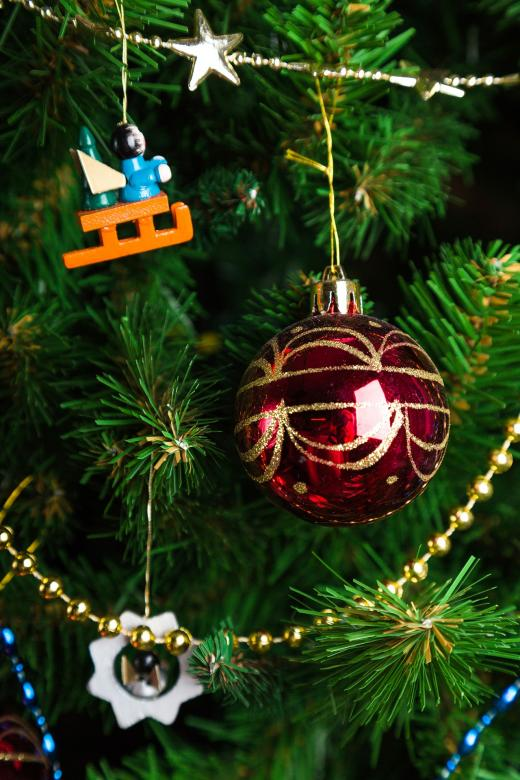 Free stock image of Xmas Tree Decorations created by Pixabay