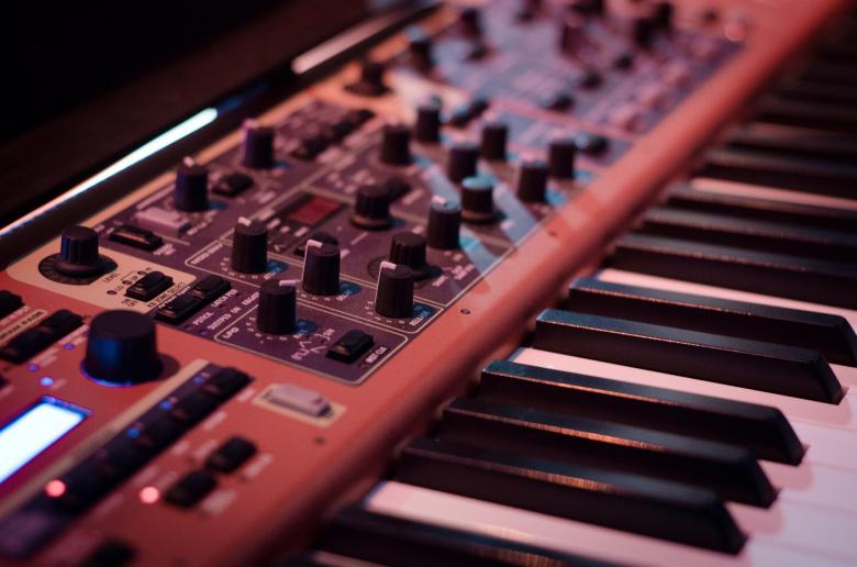 Free Stock Photo of The Synthesizer Created by Pixabay
