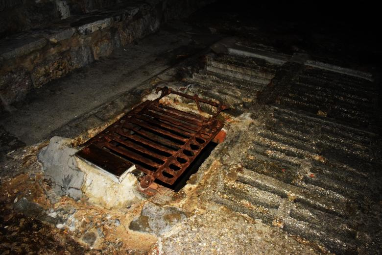 Free Stock Photo of Rusted Sewage Cover Created by José Manuel alves rodrigues