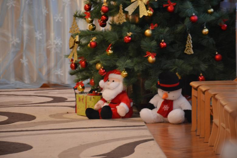 Free Stock Photo of Christmas Tree with Santa and Snowman Created by Batu Berk