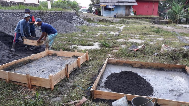 Free Stock Photo of Construction of basic foundation structures for soil embankments Created by bang doel
