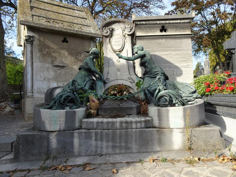 Free stock image of Monument Grave in Cemetery created by GAIMARD Jacques