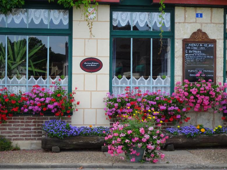 Free Stock Photo of Flowery restaurant in the countryside Created by GAIMARD Jacques