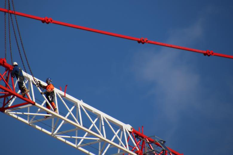 Free stock image of Skilled workers disassembling a huge crane created by GAIMARD Jacques