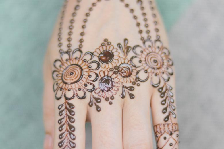 mehandi design for girls back hand